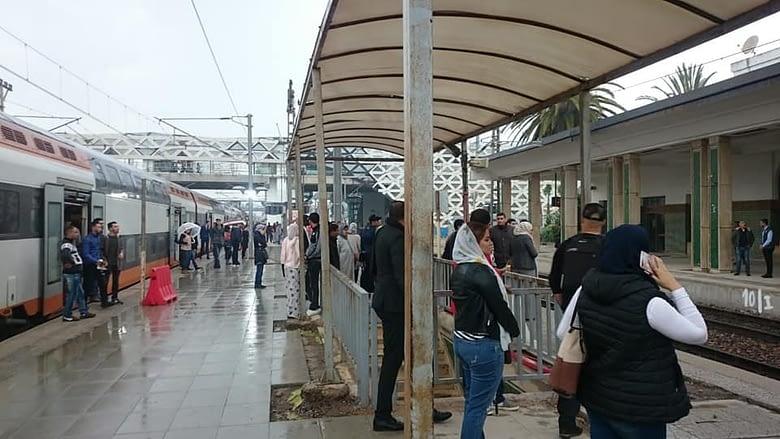 Photo of مواطنون يحتلون السكك الحديدية بسبب التأخرات المتكررة لقطارات لخليع
