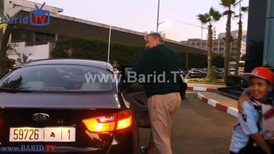 """Photo of فيديو.. لحظة خروج """"طوشاك"""" من فندق إقامته متجها إلى مركب محمد الخامس"""