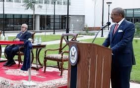 Photo of مساعد مسؤول أمريكي يعنف مغربيا بالسفارة الأمريكية بالرباط