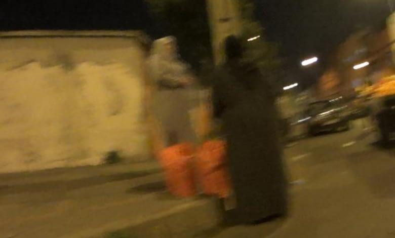 Photo of توزيع الإعانات الإماراتية ليلا بدرب السلطان يطرح عدة تساؤلات.