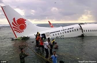 Photo of 188 قتيلا بعد سقوط طائرة رُكاب أندونيسية في البحر