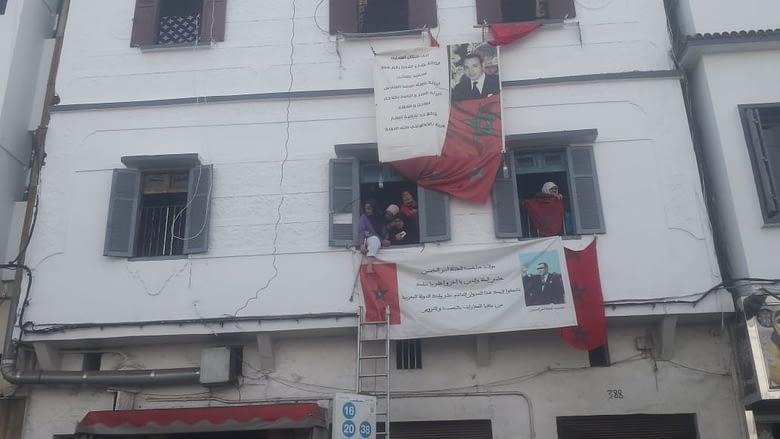 Photo of مُسنّة تهدد بالانتحار من نافذة منزلها بعد تنفيذ حكم الإفراغ